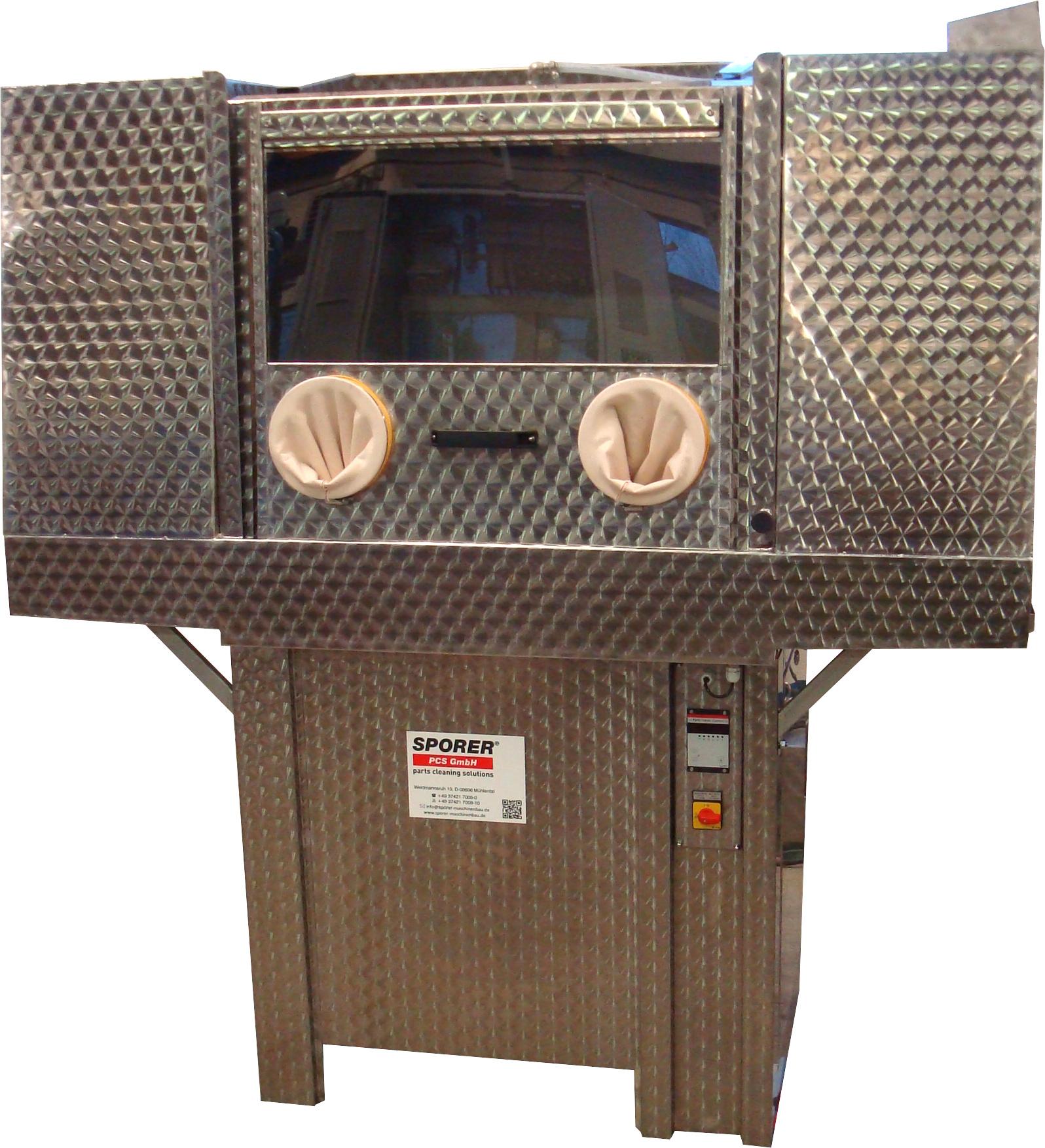 Powerbox in Sondergröße (nutzbare Breite 1.600 mm) mit seitlichen Wartungstüren