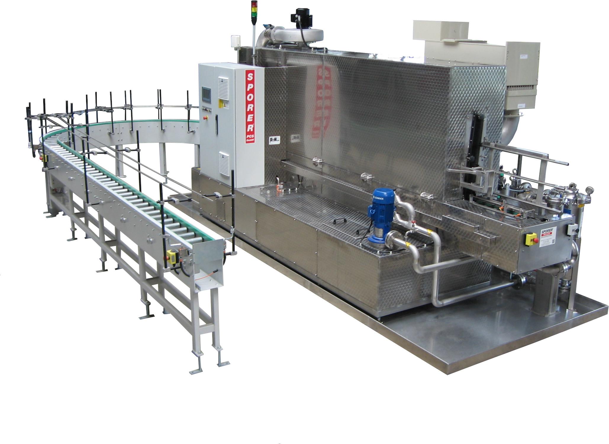 [Translate to Französisch:] getaktete Durchlauf-Reinigungsanlage für die Reinigung und Trocknung von Metall-Steckfiltern